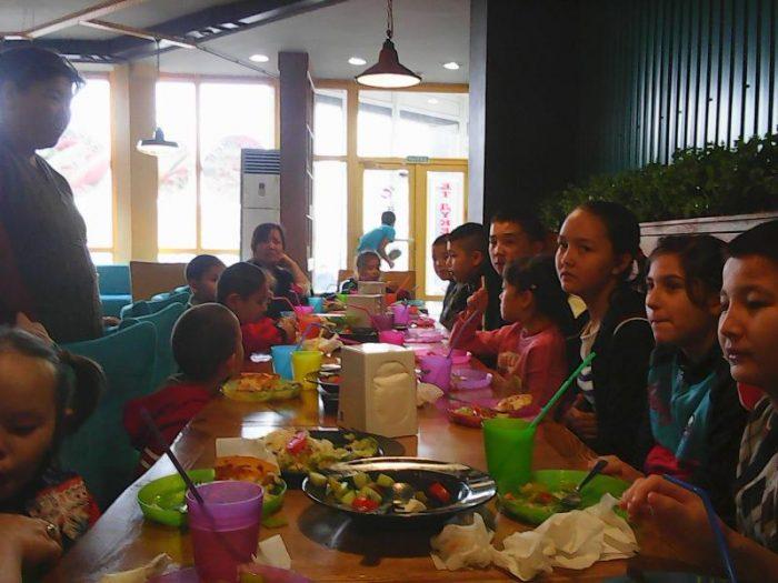 обед в ресторане для трудных подростков
