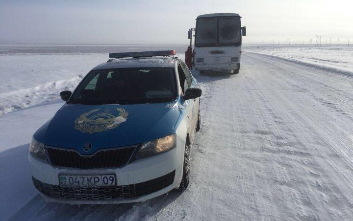 Натрассе Караганда-Алматы полицейские спасли 28 человек