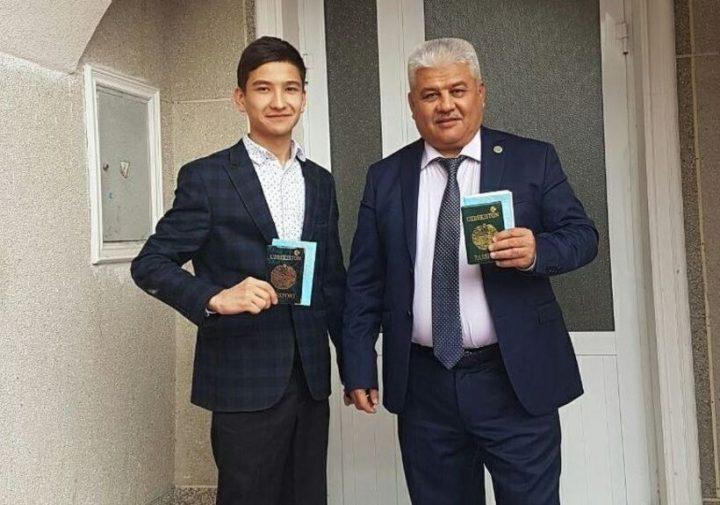 Олим Сулаймонов (справа)