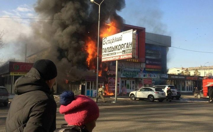 Пожар вТалдыкоргане: зажегся ТЦ