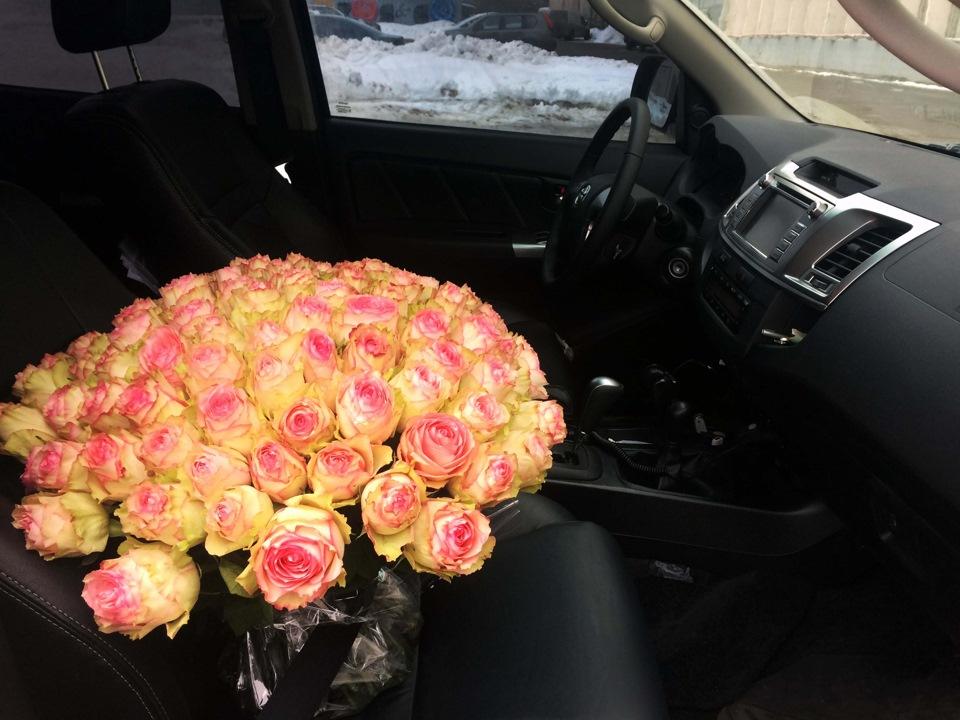 букет цветов в машине на сиденье фото отдых капри