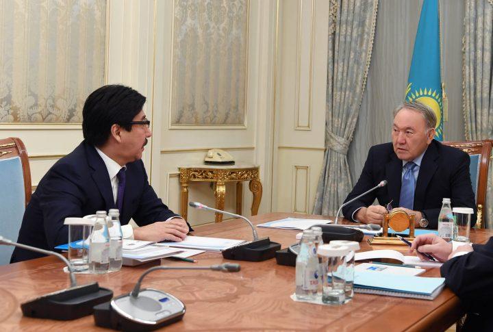 Назарбаев и ректор КазНУ