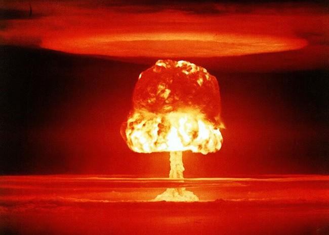 Атомная бомба, ядерное оружие, ядерный гриб