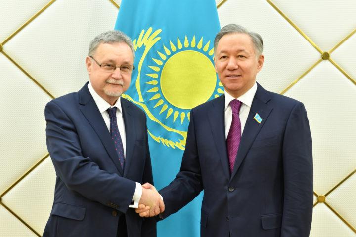 Селим Хазбиевич и Нурлан Нигматулин. Фото: пресс-служба мажилиса РК
