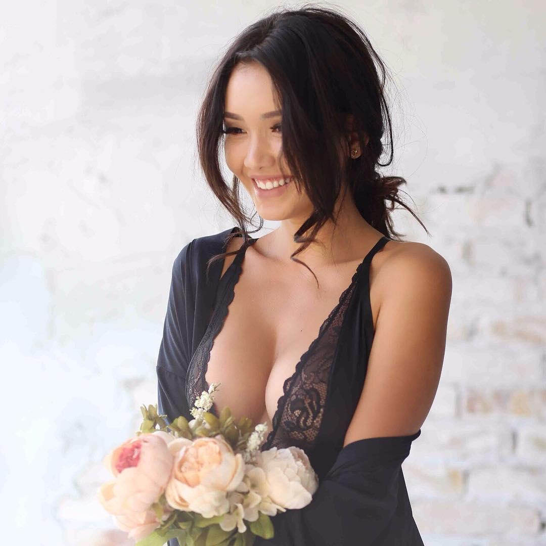 чтобы сексуальные фото казахстанских звезд меня два