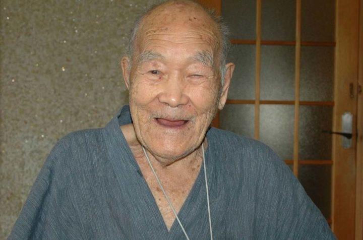 Книжка рекордов Гиннесса признала 112-летнего японца старейшим мужчиной планеты