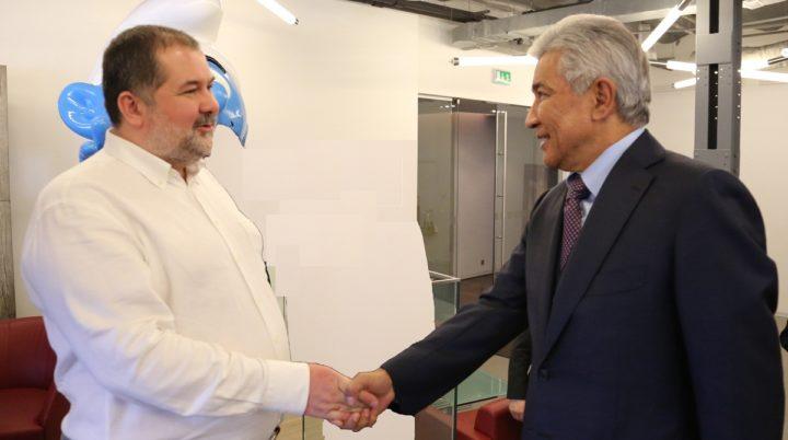 Тасмагамбетов встретился с писателем Лукьяненко
