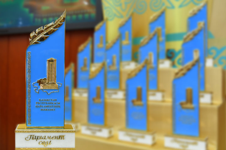 Мажилис проводит конкурс для журналистов