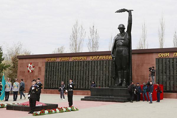 памятник неизвестному солдату в костанае