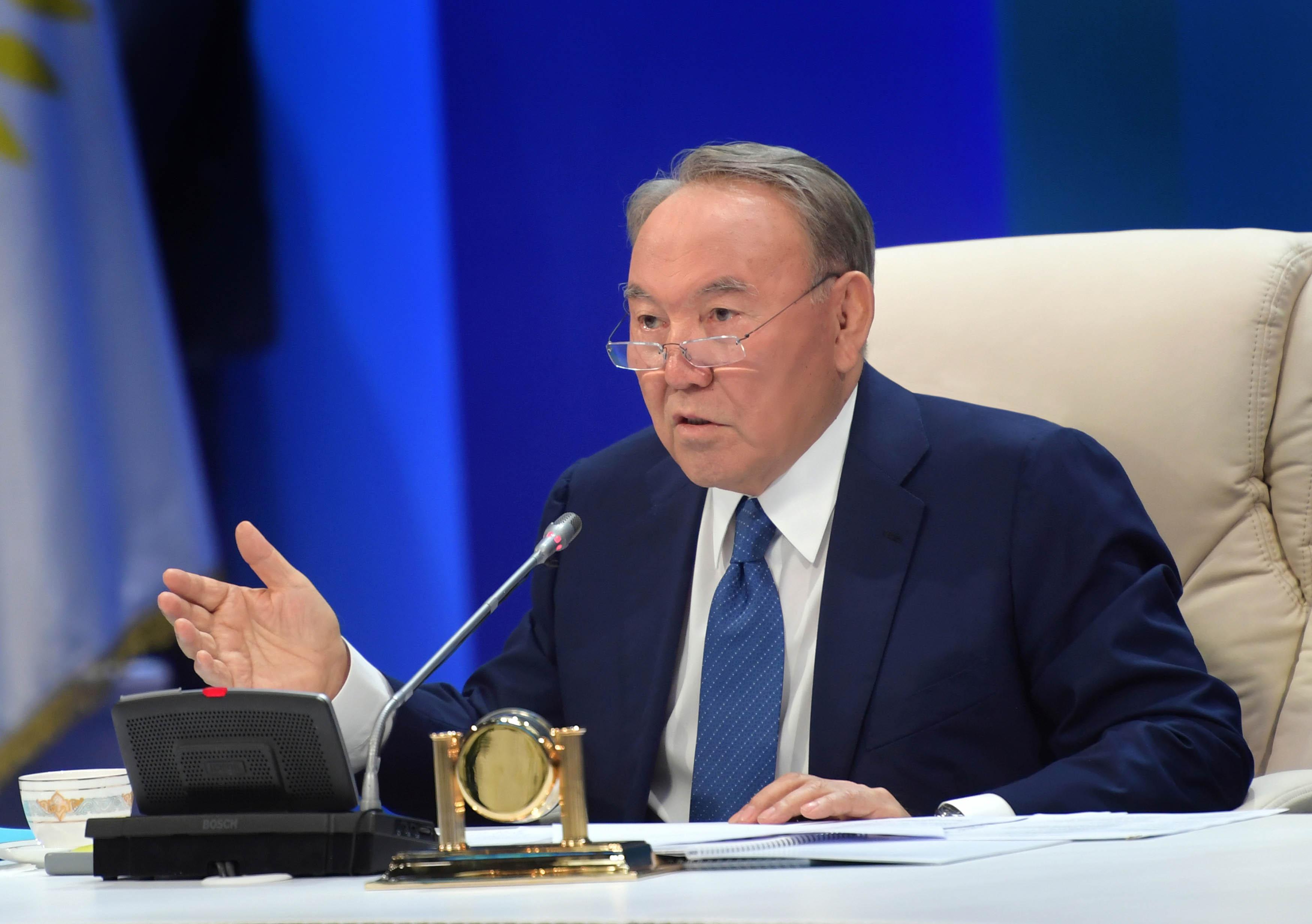 Нұрсұлтан Назарбаев президенттік өкілеттігін тоқтатты