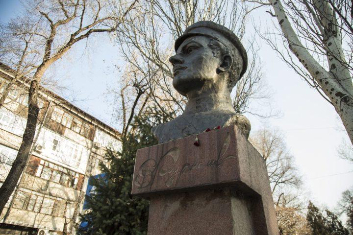 Памятник Дмитрию Фурманову. Источник: Vlast.kz
