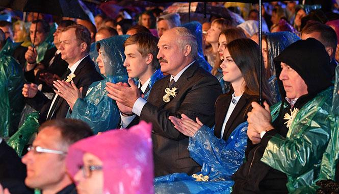 Лукашенко и девушка