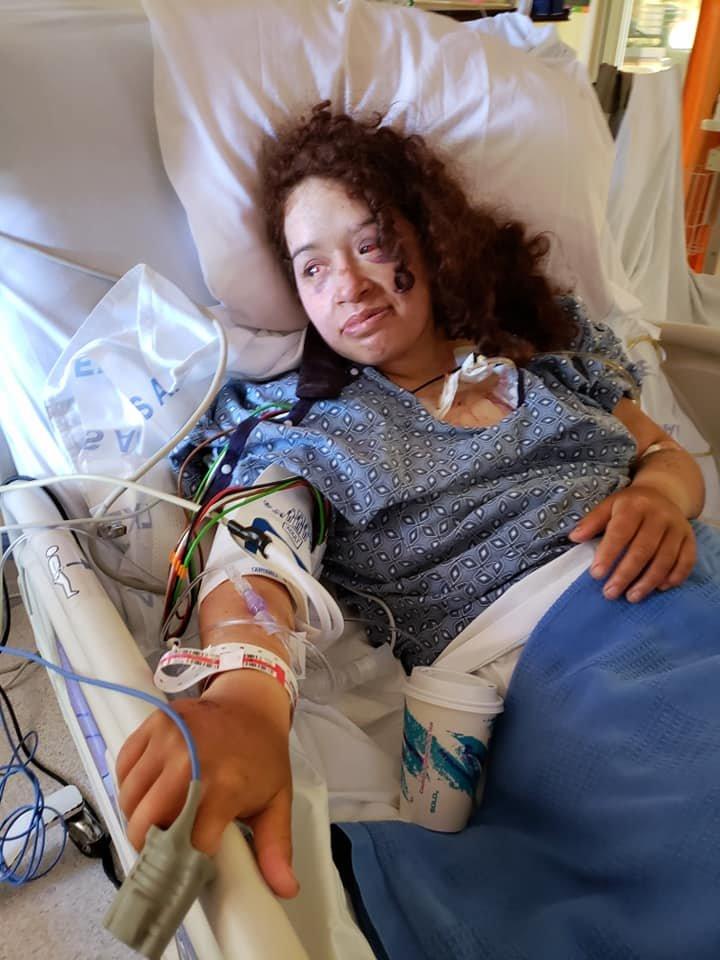 Анджела Эрнандес в госпитале. Фото из Facebook