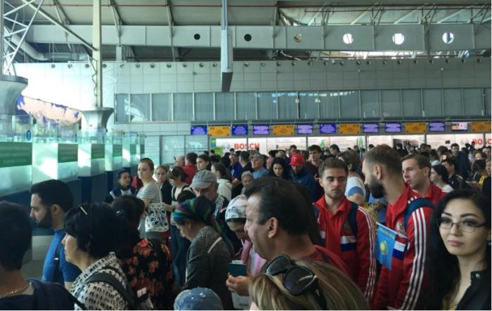 Очередь в аэропорту Алматы