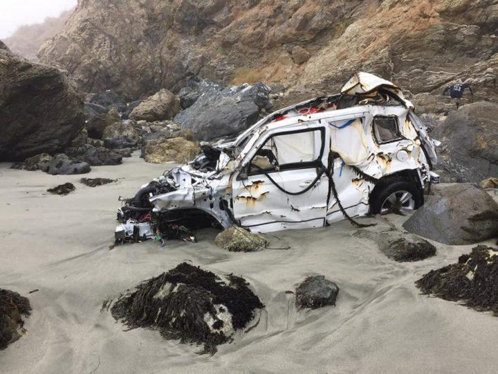Jeep Patriot Анджелы Эрнандес после падения со скалы. Фото из Facebook