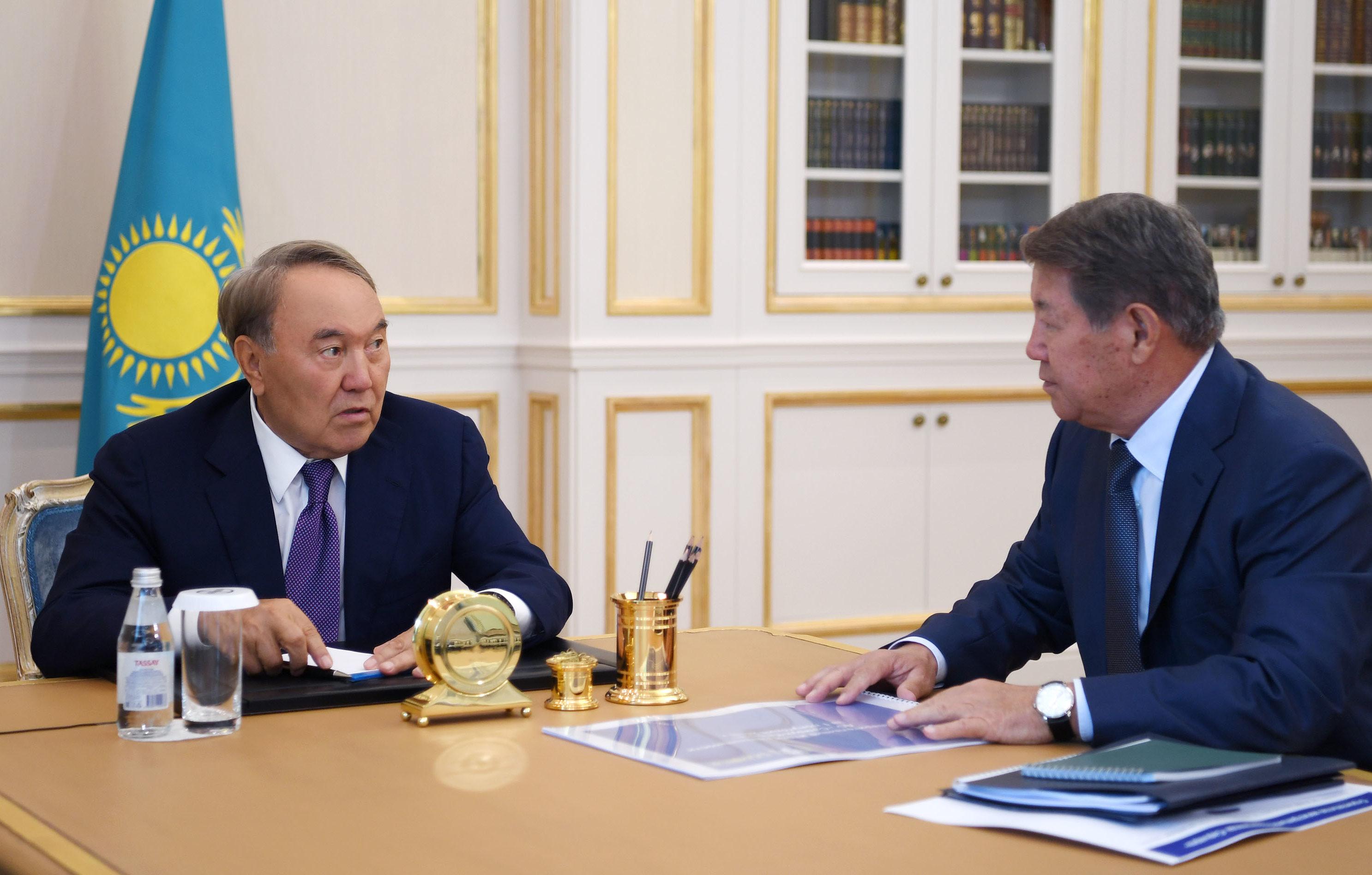 Назарбаев и Есимов. Фото: пресс-служба Акорды
