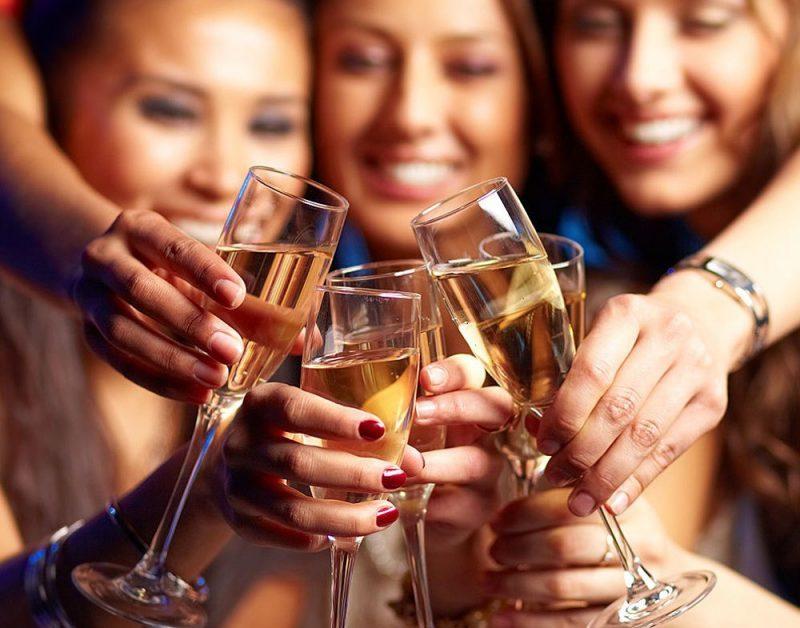 Алкоголь, девушки пьют