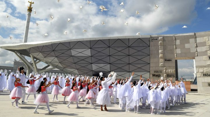 Стена мира, Назарбаев