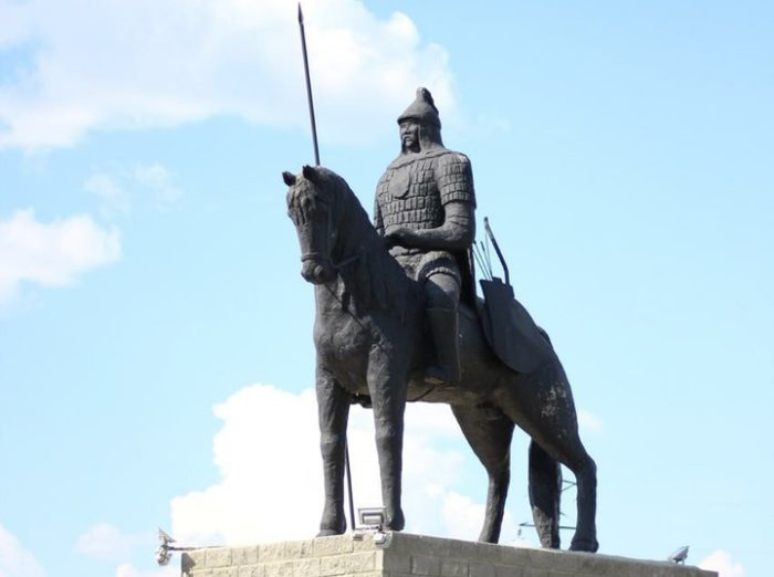 снесенный памятник карабалык