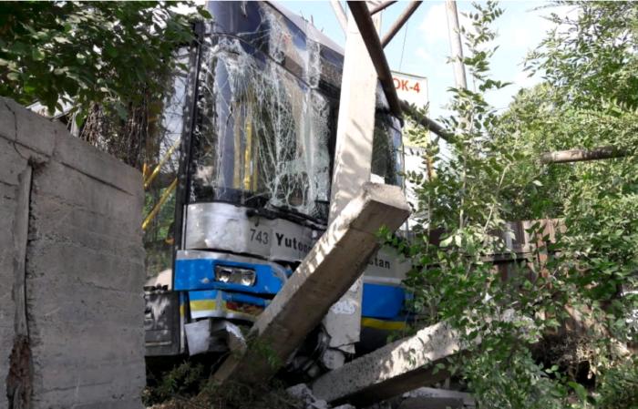 автобус 45 врезался в газовую трубу алматы