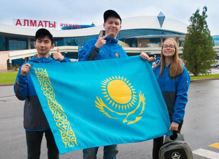 казахстанские участники челленджа НАСА