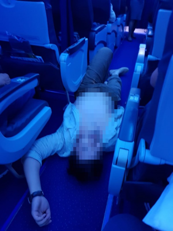Пассажир на полу
