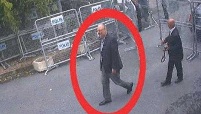 Джамаль Хашукджи на территории генконсульства Саудовской Аравии в Стамбуле. Источник: Reuters