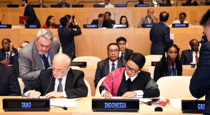 Иностранные делегаты подписывают Кодекс поведения для достижения мира, свободного от терроризма