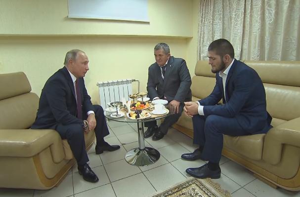 Путин Нурмагомедов. Кадр из видео пресс-службы Кремля