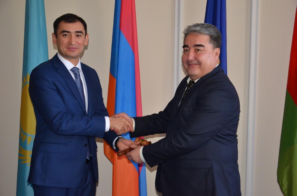 полпред Кыргызстана Аман Мамбетсеитов