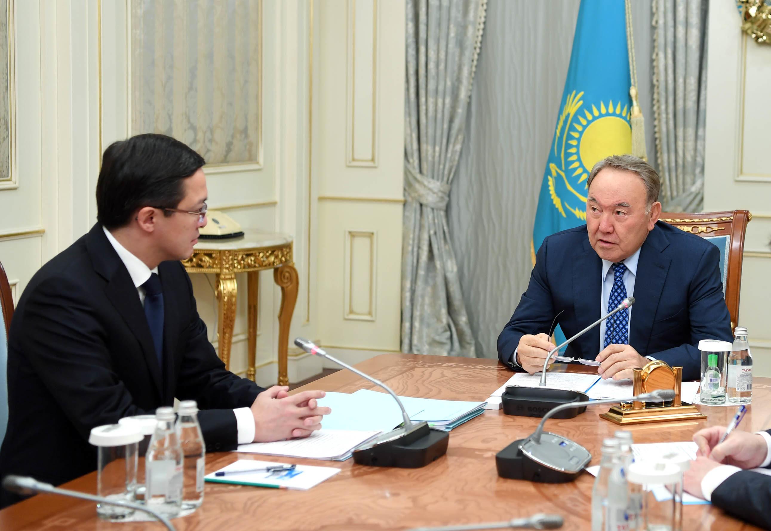 Назарбаев, Акишев