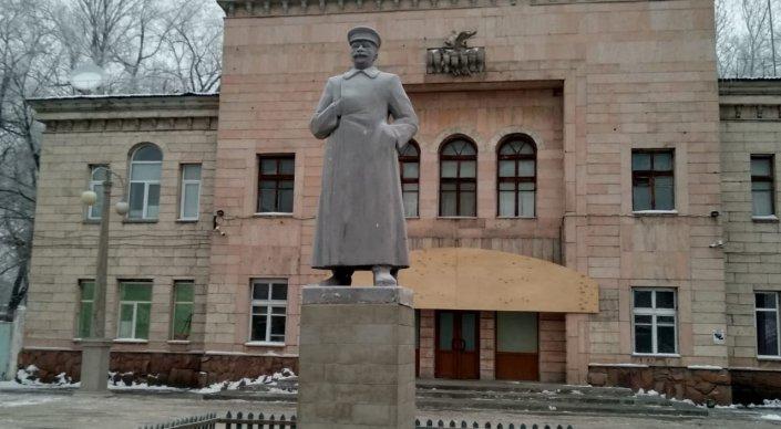 Памятник Сталину, Алматы. Tengrinews.kz.