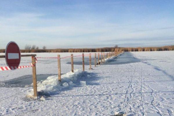 Урал перегородили колючей проволокой в Атырау