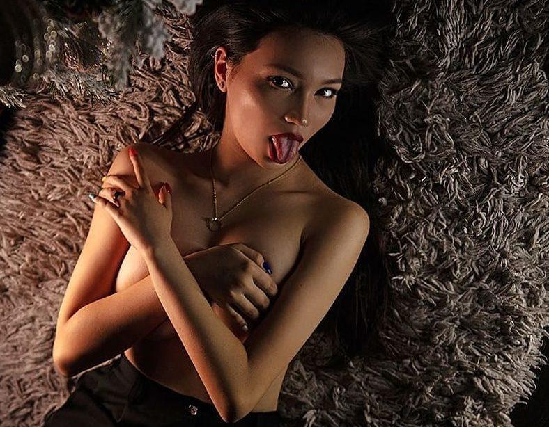 golie-kazahskie-zametnosti-pokaz-popi-v-obshaga-video