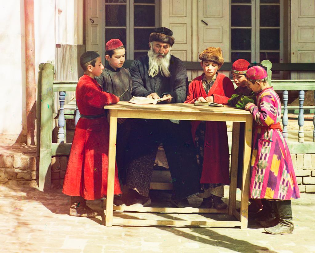 Еврейские мальчики со своим учителем