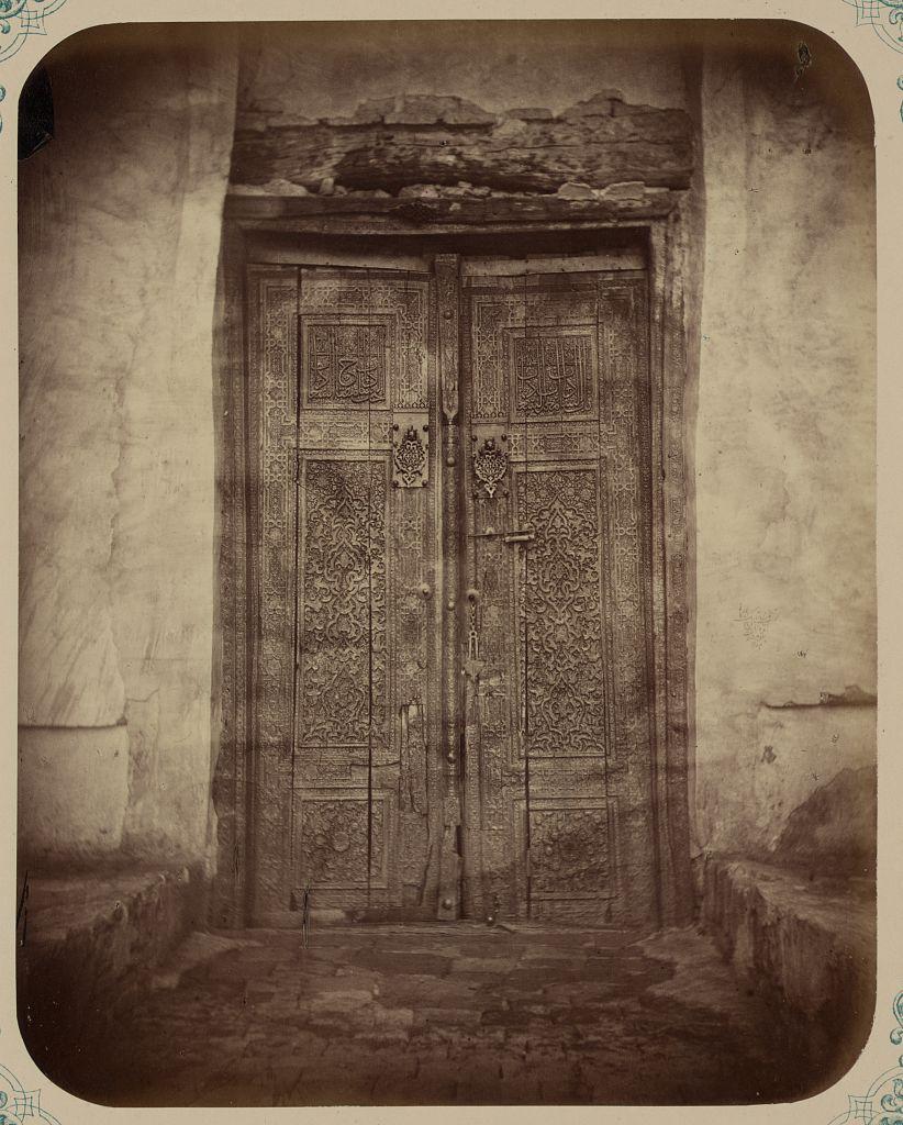 Дверь, ведущая в мавзолей Ходжи Ахмеда Ясави