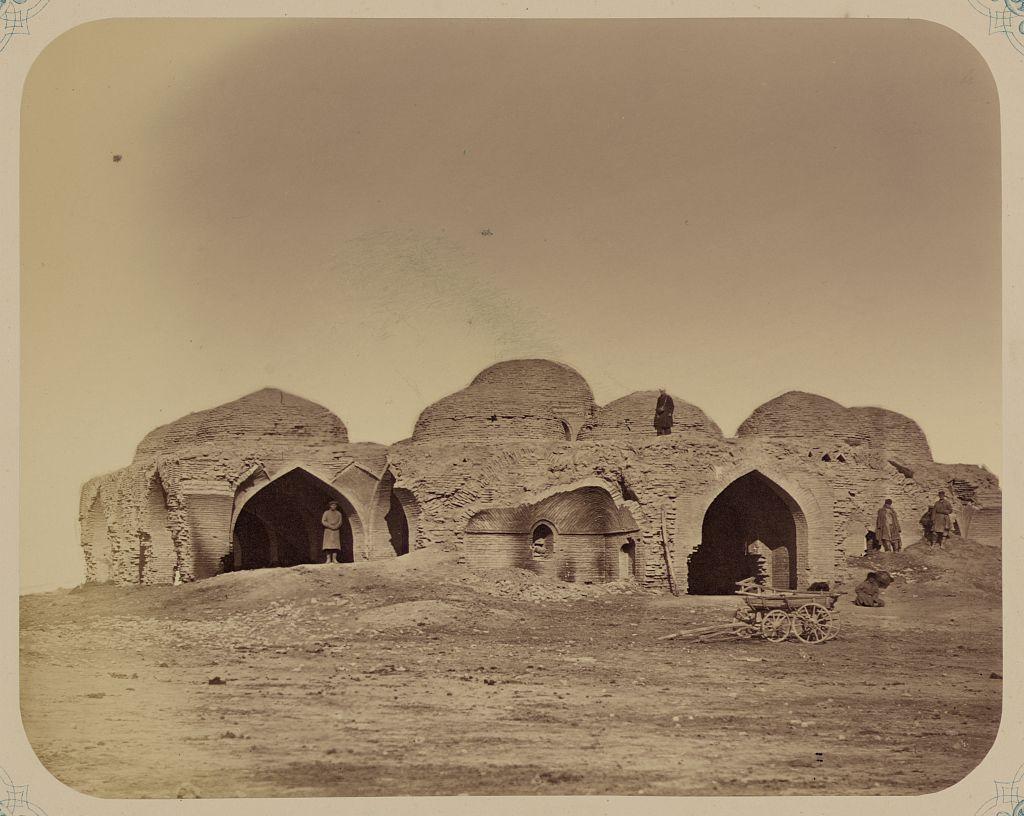 Развалины Мурза-рабата в Голодной степи
