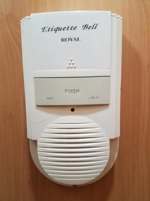 звонок этикета в туалете