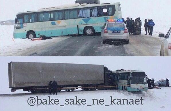 Автобус с детьми столкнулся с грузовиком, три человека погибли в Атырауской области