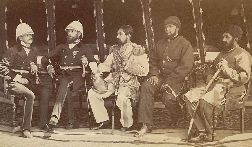 Эмир Хабибулла ( в центре )