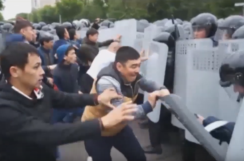 702c8be9f142ea0e156218c4e2219155 - Kazakhstan citizens will be fined for the involvement of children in rallies