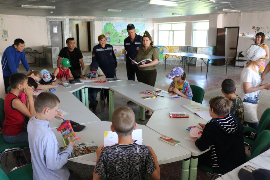 спасатели проводят урок в детском лагере бухар-жырауский район