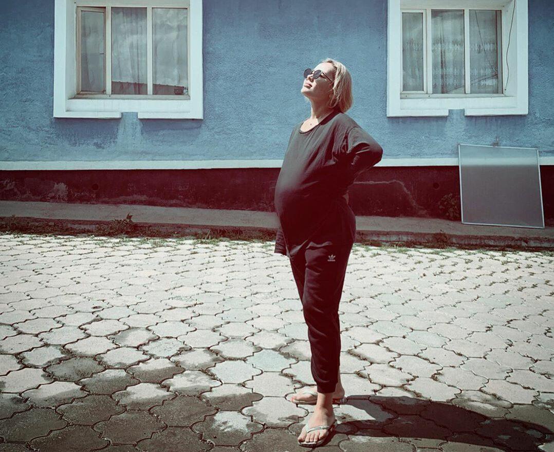 Картинки по запросу макпал исабекова беременна фото