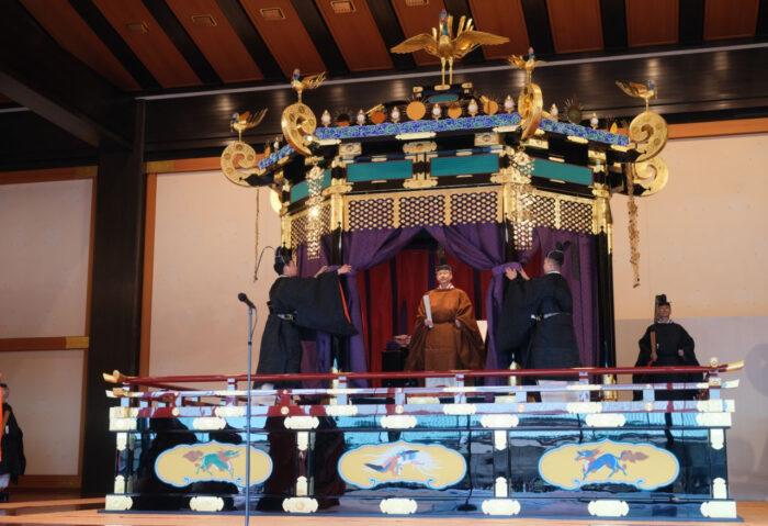 восхождение на трон нарухито япония