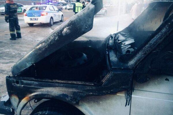 51872f08d3c500cf8829924fc4cb62ef 600x400 - The car caught fire in the Nur-Sultan