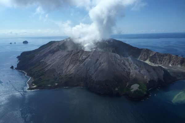 09d0886609c3016092f79d4f29cf1439 600x400 - Volcano eruption in New Zealand: 14 people were killed