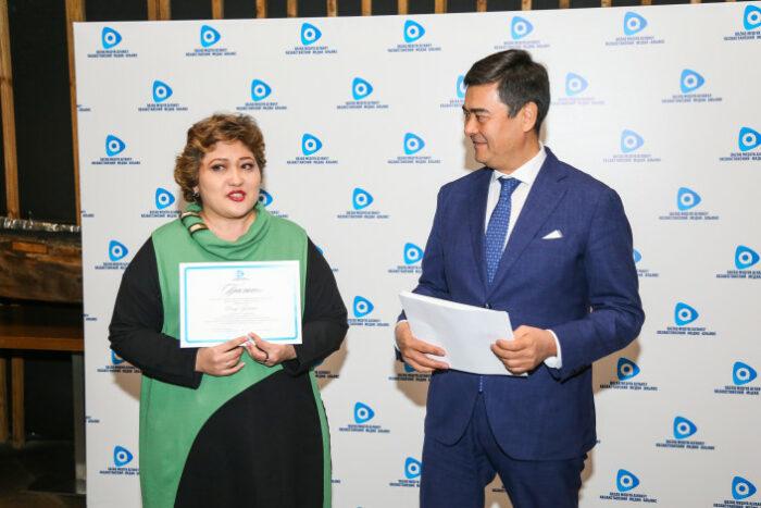 байтасов вручает премии за развитие медиаиндустрии