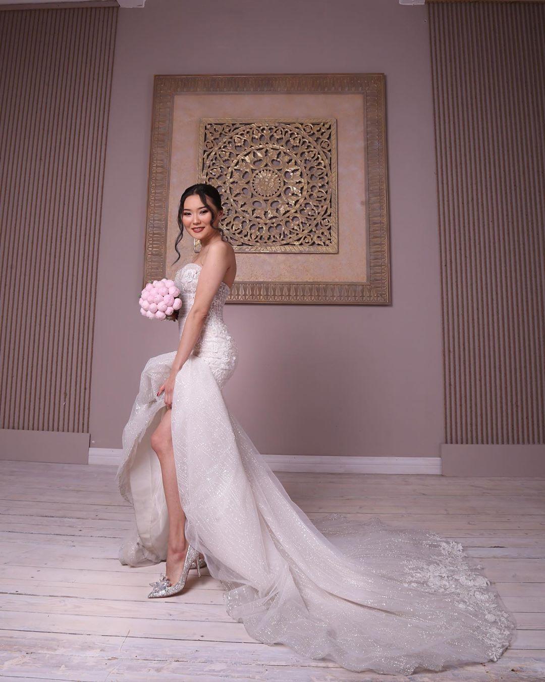 70678f38991cc22117a9490ae40a6111 - Daughter Bayan Lagunovoi again became a bride