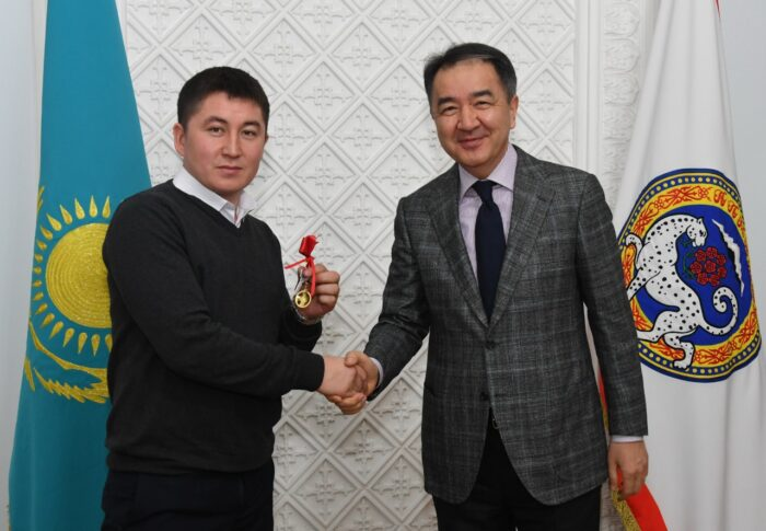 819777d39b1d93aff8566082a5c3407e 700x485 - Bakytzhan Sagintayev presented keys of apartments of young people at work