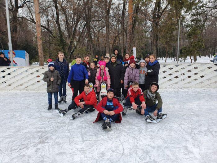237d4d40499b1eb6630ece889419c7be 700x525 - In Almaty pupils spetskompleks children stood on skates